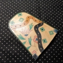 Szalagmintás kulcstartó #2, Mindenmás, Kulcstartó, Bőrművesség, Sötétzöld és natúr marhabőr alapon textil- mintával díszített behúzós kulcstartó. Méretei:11,3 x 10..., Meska