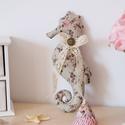 Csikóhal csipke díszítéssel V., Otthon, lakberendezés, Dekoráció, Esküvő, Esküvői dekoráció, Baba-és bábkészítés, Varrás, Ez a kedves vízicsikó különlegesen mutat bármely otthonban! Igazán romantikus hangulatot varázsol a..., Meska