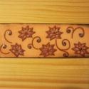 Virágok 3,5 x 10 cm tűzzománc, Képzőművészet, Festmény, Festmény vegyes technika, Tűzzománc, Tűzzománc kép vörösréz lemezen. A tűzzománc mérete; 3,5 cm x 10 cm. Postázás az aktuális postai díj..., Meska