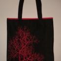 Piros fa mintás táska, Táska, Válltáska, oldaltáska, Varrás, Mindenmás, Strapabíró, fekete farmeranyagból készült táska piros bélésselyemmel, melyből egy vékony szegély ki..., Meska