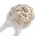 Gyűrűpárna , Esküvő, Gyűrűpárna, Varrás, Romantikus, csipkés gyűrűpárna filcből varrva. A gyűrűket csipke-szalaggal lehet felkötözni. A párn..., Meska