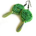 Zöld fülbevaló, Ékszer, óra, Fülbevaló, Ékszerkészítés, Filcből varrt, zöld gyöngyökkel díszített fülbevaló.  100% handmade, Meska