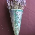 Kaspó, Dekoráció, Kerámia, Falra akasztható, elsősorban száraz virághoz. Méret: 25 cm magas, Meska