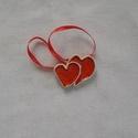 Dupla kerámia szív, Esküvő, Mindenmás, Dekoráció, Esküvői dekoráció, Kerámia, Fehér agyagból, piros mázzal készült, kettős szívecske, 4,5 cm széles.  Felakasztható, ajándék kísé..., Meska