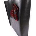 Fekete bőrtáska poppyval, Táska, Válltáska, oldaltáska, Gyöngyörű fekete marhabőrből készítettem ezt az egyedi bőrtáskát. Fekete-piros bőrvirággal díszített..., Meska