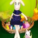 Húsvéti Bari hölgy, Baba-mama-gyerek, Játék, Játékfigura, Plüssállat, rongyjáték, Varrás, Ez a kis Bari hölgy már készül a húsvéti ünnepekre, ezért felvette pöttyös, kék ruháját is. :)   Te..., Meska