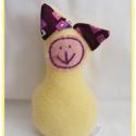 Zinka lila fülű cica  PAJTI, Baba-mama-gyerek, Játék, Plüssállat, rongyjáték, Játékfigura, Baba-és bábkészítés, Varrás, Zinka is kajla fülű kiscica!  Semmilyen lerágható alkatrész nem található rajta,így bátran adható k..., Meska