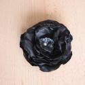 Fekete rózsa, Dekoráció, Ruha, divat, cipő, Táska, Mindenmás, Selyemből készítettem ezt a szép virágot, közepét egy fehér gyöngyszem ékesíti. Felhasználása sokold..., Meska