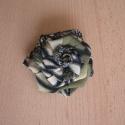 Mintás rózsa, Otthon, lakberendezés, Ruha, divat, cipő, Táska, Mindenmás, Zöldes színű mintás anyagból készítettem ezt a rózsát.Szép kiegészítője lehet pl. kabátnak, blézerne..., Meska