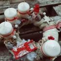Adventi koszorú, Dekoráció, Karácsonyi, adventi apróságok, Karácsonyi dekoráció, Ünnepi dekoráció, Mindenmás, 25cm-es alapot bevontam fehér vatelinnel,amire egy bézs anyag került.Piros kiegészítőkkel díszített..., Meska