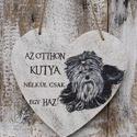 """""""Az otthon kutya nélkül csak egy ház"""" szív alakú falikép, Dekoráció, Otthon, lakberendezés, Falikép, Kép, Festészet, Famegmunkálás, Falapra  festett , matt lakkal lezárt   idézetes szív alakú falikép .  A falap rétegelt lemezből ké..., Meska"""