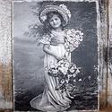 Tavaszi hangulatot idéző vintage stílusú kislányt ábrázoló  falikép, táblakép, Dekoráció, Otthon, lakberendezés, Falikép, Kép, Festészet, Famegmunkálás, Akrilfestékkel  és transzfertechnikával  készült falikép. A képet, szöveget kézi technikával a fatá..., Meska