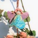 Virágtündér., Dekoráció, Képzőművészet, Szobor, Kerámia, Kerámia, Fehérre égő agyagból készítettem ezt a tündérkét. A ruhája csipke nyomott,kalapkája egy virág kelyh..., Meska