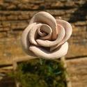 Vintage   rózsa, Dekoráció, Otthon, lakberendezés, Dísz, Kerámia, Fehérre égő agyagból készítettem ezt a virágot.   Mázazott,kétszer égetett kerámia.A teljes virágfe..., Meska