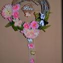 Tavaszi koszorú, Dekoráció, Otthon, lakberendezés, Dísz, Húsvéti apróságok, Famegmunkálás, Virágkötés, Tavaszi koszorút készítettem, melyet a zöldellő, tavasszal nyíló virágok ihlettek. Romantikus a han..., Meska