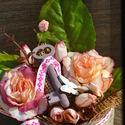 Kulcsos vintage asztaldísz, Dekoráció, Otthon, lakberendezés, Dísz, Kaspó, virágtartó, váza, korsó, cserép, Virágkötés, Romantikus stílusban készítettem el ezt az antik kulccsal  díszített asztaldíszt.  Méretei: 16 cm m..., Meska