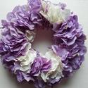 Lila virágos kopogtató, Dekoráció, Otthon, lakberendezés, Dísz, Mindenmás, Tavaszi, lila pasztell kopogtató virág kedvelőknek. Hungarocell alapra készült, kb. 24 cm átmérőjű ..., Meska