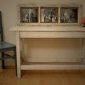 konzol asztal, Bútor, Dekoráció, Asztal, Famegmunkálás, Újrahasznosított alapanyagból készült termékek, Egy régi kiselejtezett asztalt csiszoltam át, majd festettem le fehér fafestékkel. A festék helyenk..., Meska