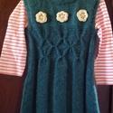 Kötött (kötény)ruha kislányoknak, Baba-mama-gyerek, Ruha, divat, cipő, Gyerekruha, Kisgyerek (1-4 év), Horgolás, Kötés, Sötétzöld akril fonalból kötöttem ezt a kis alkalmi ruhát, elejét kiemeli egy mintasor,és 3 nyerssz..., Meska