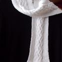Fehér csavartmintás kötött sál, Ruha, divat, cipő, Kendő, sál, sapka, kesztyű, Sál, Kötés, Többféleképpen is használható meleg, puha sálat kötöttem a hideg télre és a csípős szél ellen tavas..., Meska