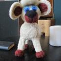 Nemez állatka, bárány játék figura, Játék, Játékfigura, Nemezelés, 100% bunda gyapjú bárány játék figura alkalmazott technika tűnemezelés méret 21cmX14cm, Meska