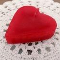 Szív gyertyák Valentin napra, Dekoráció, Otthon, lakberendezés, Gyertya, mécses, gyertyatartó, Gyertya-, mécseskészítés, Piros szív gyertyák. Méretük 5 x 6 cm, és kb 1,5 cm magasak. Tökéletes kiegészítői lehetnek a Valen..., Meska