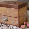 Új, romantikus fiókos ékszeres doboz , Ékszer, óra, Otthon, lakberendezés, Dekoráció, Ékszertartó, Decoupage, szalvétatechnika, Rendelésre készült ez a romantikus ékszeres doboz. Ha te is szeretnél hasonlót akkor minták miatt k..., Meska