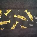 Zenés törölköző trombitákkal, Mindenmás, Férfiaknak, Hangszer, zene, Legénylakás, Varrás, Dizájner trombita mintás pamutvászon és extra minőségű fekete frottír házasságából jött a világra e..., Meska