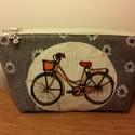 Csajos bicajos , Táska, Neszesszer, Varrás, Szürke fehér virágmintás anyagra applikáltam a biciklit ábrázoló textilt. Picit béleltem, a bélése ..., Meska