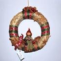 Kopogtató manóval, Dekoráció, Karácsonyi, adventi apróságok, Ünnepi dekoráció, Karácsonyi dekoráció, Virágkötés, Kedves figurás kopogtató fahéjjal, karácsonyi szalaggal és üveg díszekkel 30 cm-es szalma alapon.  ..., Meska