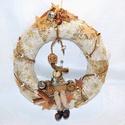 Kopogtató rénszarvassal, Dekoráció, Karácsonyi, adventi apróságok, Ünnepi dekoráció, Karácsonyi dekoráció, Virágkötés, Rénszarvas figurás kopogtató fahéjjal, karácsonyi szalaggal és üveg díszekkel 30 cm-es szalma alapo..., Meska