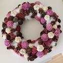 Lila, rózsás tavaszi AJTÓDÍSZ, kopogtató koszorú, Dekoráció, Karácsonyi, adventi apróságok, Otthon, lakberendezés, Ünnepi dekoráció, Karácsonyi dekoráció, Virágkötés, A szalma alapot többféle terméssel, vattával és apró fehér illetve lila színű rózsákkal díszítettem..., Meska