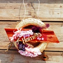AKCIÓ!! Tavaszi kopogtató, Dekoráció, Dísz, Virágkötés, Aranyos tavaszi kopogtató HOME felirattal, fűzfa ággal, virágokkal, termésekkel, tollal.   Igazi ta..., Meska