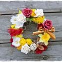 AKCIÓ!! Virágos kopogtató, Dekoráció, Dísz, Virágkötés, Különleges, egyedi elképzelés alapján készült ajtódísz.   Díszei friss színű virágok, termések, sza..., Meska