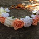 Virágos fejpánt, barack színű, Esküvő, Ruha, divat, cipő, Hajbavaló, Hajpánt, Virágkötés, Különleges virágos fejpánt, élethű virágokkal.  A fejpánt állítható méretű. , Meska