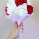 Piros és fehér színű tartós csokor SWAROVSKI kövekkel, Esküvő, Esküvői csokor, Virágkötés, Piros és fehér színű habrózsából készült élethű, kisebb tartós, örök csokor , mely alul SWAROVSKI k..., Meska