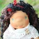 Teresa baba, Baba-mama-gyerek, Játék, Baba játék, Baba, babaház, Baba-és bábkészítés, Varrás, Teresa waldorf jellegű baba. Teste puha gyapjúval töltött, arca kézzel hímzett. Frizurázható, öltöz..., Meska