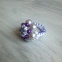 Virágos gyűrű - szürke, lila, kék, fehér, Ékszer, óra, Gyűrű, Ékszerkészítés, Gyöngyfűzés, Tekla- és kásagyöngyökből fűzött gyűrű. A virág átmérője kb. 2,5 cm.  A fotón látható gyűrű kerület..., Meska