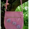 Rózsaszín keresztben hordható cipzáras táska rózsaszín-lila virágokkal, Táska, Tarisznya, Válltáska, oldaltáska, Varrás, Ezt a rózsaszín-lila muszlin  rózsákkal díszített rózsaszín vászontáskát, azoknak ajánlom, akik a pr..., Meska