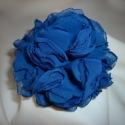 Selyem virág kitűző (királykék), Ékszer, óra, Bross, kitűző, Gyöngyfűzés, Varrás, Ezt a kb. 8,5 cm átmérőjű elegáns rózsa kitűzőt 15 rétegű muszlin anyagból készítettem. A királykék ..., Meska