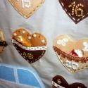 Adventi naptár (mézeskalács házikó), Dekoráció, Karácsonyi, adventi apróságok, Adventi naptár, Varrás, A nagyrészt kézzel varrt adventi naptáram alapja egy emeletes ház, melynek mézeskalács ablakait gyö..., Meska