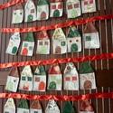 Házikós adventi naptár (piros-törtfehér-zöld-arany), Otthon, lakberendezés, Baba-mama-gyerek, Lakástextil, Falvédő, Varrás, Ezt a 24 db, kb.16 cm magas, és 7,5 cm széles házikókból álló adventi naptárat különböző karácsonyi..., Meska