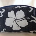 Sötétkék-fehér hawaii virág mintás farmer neszesszer/ceruzatartó, Táska, Neszesszer, Varrás, Ezt a sötétkék-fehér hawaii virág mintás rugalmas farmerből készült íves neszesszert/ceruzatartót a..., Meska
