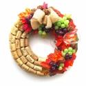 Borász falidísz / őszi kopogtató - RENDELHETŐ, Otthon, lakberendezés, Dekoráció, Dísz, Virágkötés, Újrahasznosított alapanyagból készült termékek, Parafadugókkal borítottam a koszorúalapot, és szőlő levekkel és kis szőlőfürtökkel egészítettem ki...., Meska