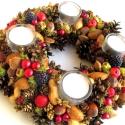 """""""Vidám, nyüzsgő várakozás :)"""" - adventi koszorú, Dekoráció, Karácsonyi, adventi apróságok, Otthon, lakberendezés, Karácsonyi dekoráció, Mindenmás, Virágkötés, Ez az adventi terméskoszorúm vidám, de ünnepi színekben pompázik, karácsonyos-télies-bogyós.  A gye..., Meska"""