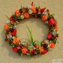 Katicacsúszda :) - vidám koszorú - KÉSZTERMÉK, Otthon, lakberendezés, Dekoráció, Dísz, Mindenmás, Virágkötés, Fűzfavesszőből hajlítottam alapot, termésekkel, mohával, virágokkal borítottam.  A koszorú hajlatáb..., Meska
