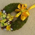 Napos-csibék - húsvéti ajtódísz - KÉSZTERMÉK, Otthon, lakberendezés, Dekoráció, Dísz, Mindenmás, Virágkötés, Tojásformára lapogattam egy kis mohakoszorút, és sárga virágokkal, tojáskákkal díszítettem, a tyúka..., Meska
