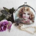 Vintage Shabby Chic pipere táska RÓZSASZÍN MASNIS KISLÁNY, Baba-mama-gyerek, Táska, Neszesszer, Baba-mama kellék, Mindenmás, Varrás, Ehhez a piperetáskához a kislány portréját egy régi vintage képeslapról vettem. Egy szép lánccal aká..., Meska
