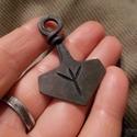 Medál, Férfiaknak, Ötvös, Rozsdamentes anyagból kovácsolt egyedi medál. Mérete: 5,5 cm, Meska