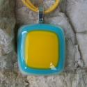 Kék - sárga üvegmedál, Ékszer, óra, Medál, Nyaklánc, Ékszerkészítés, Üvegművészet, Fehér, kék és sárga üvegek felhasználásával készült ez a nagy méretű, figyelemfelkeltő medál.  Sárga..., Meska